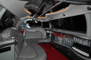Fehér Lincoln limuzin